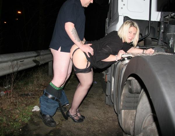 femme mature baisée dans un camion